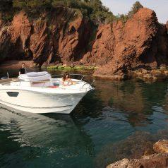 Hivernage couvert de bateau avec entretien à Marseille